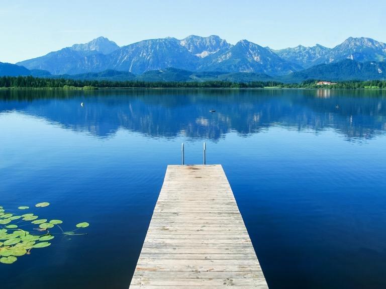 Comment aborder la retraite sur le plan humain - Image d'un lac calme